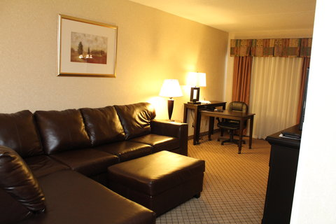Holiday Inn Express & Suites GRAND RAPIDS AIRPORT - Executive Suite - Holiday Inn Express hotel in Grand Rapids  MI