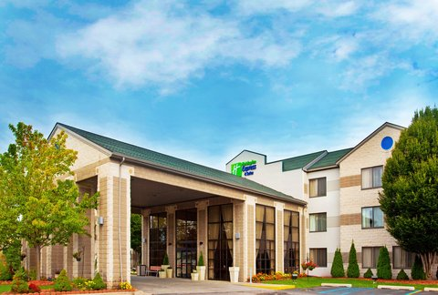 Holiday Inn Express & Suites GRAND RAPIDS AIRPORT - Hotel Exterior
