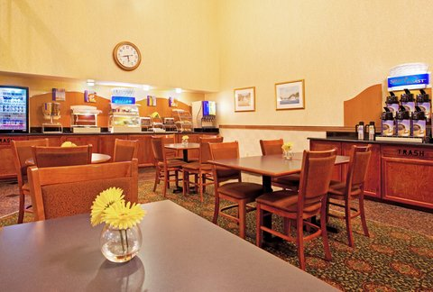 Holiday Inn Express & Suites GRAND RAPIDS AIRPORT - Breakfast Area
