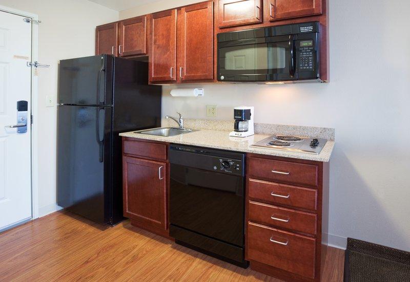 Hawthorn Suites By Wyndham Detroit Farmington Hills - Madison, WI