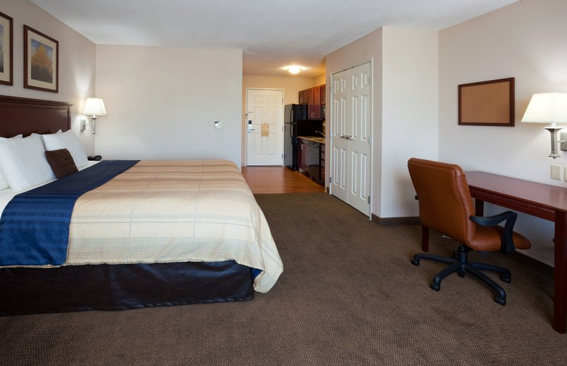 Hawthorn Suites By Wyndham Detroit Farmington Hills - Madison, WI