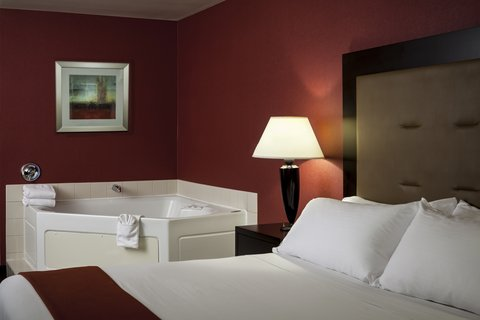 Holiday Inn Express CORVALLIS-ON THE RIVER - Relax in our Jacuzzi Suite