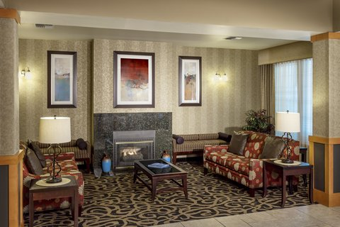Holiday Inn Express CORVALLIS-ON THE RIVER - Chat with friends in our spacious lobby