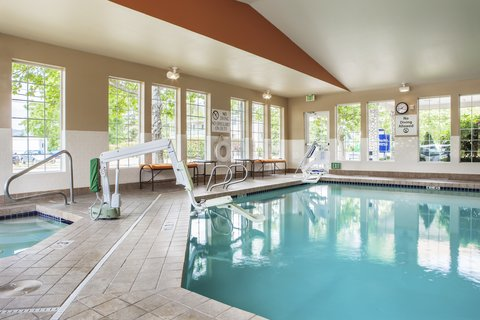 Holiday Inn Express CORVALLIS-ON THE RIVER - Relax after a long day in our swimming pool