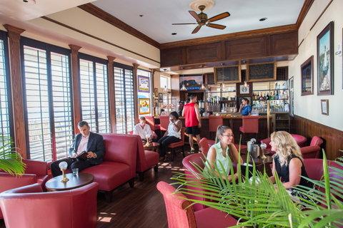 Dunes Manor Hotel - Zippy Lewis Lounge