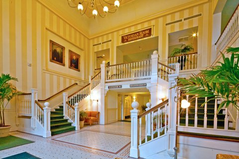 Dunes Manor Hotel - Inviting Lobby