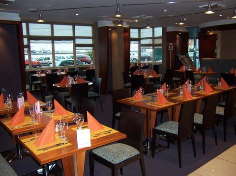 Holiday Inn CALAIS - Holiday Inn Calais Restaurant  harbourview  individuals and groups