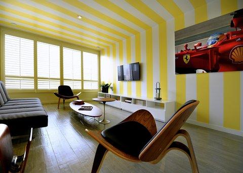 Vintro South Beach - Suite Living Room