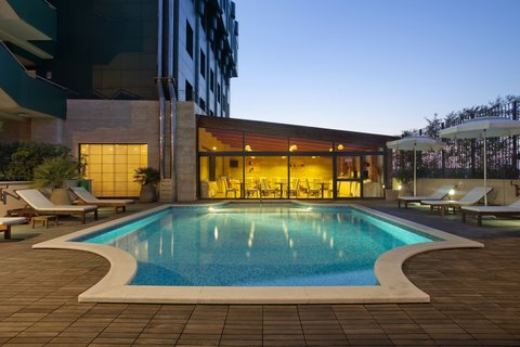 Holiday Inn CAGLIARI - Swimming Pool by night