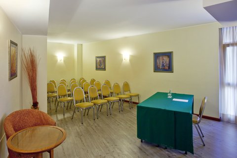 Holiday Inn CAGLIARI - Boardroom up to 18 seats in theatre style