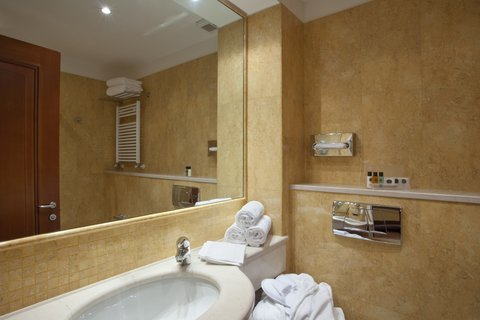Holiday Inn CAGLIARI - Guest Bathroom available with shower or tub