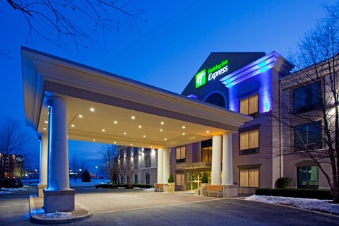 Holiday Inn Express & Suites HAGERSTOWN - Hotel Entrance of the Holiday Inn Express and Suites Hagerstown
