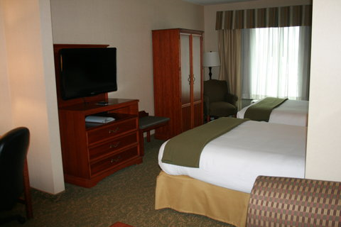 Holiday Inn Express & Suites HAGERSTOWN - 2 Queen Bedded Suite