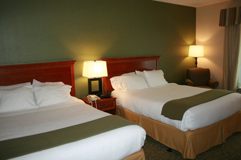 Holiday Inn Express & Suites HAGERSTOWN - 2 Queen Bedded ADA Accessible Hearing Impared Guest Room