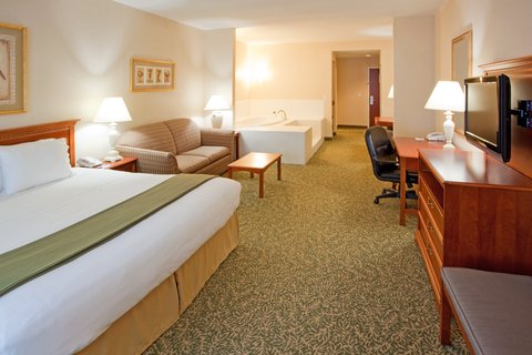 Holiday Inn Express & Suites HAGERSTOWN - Whirlpool Suite