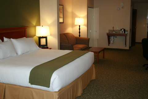 Holiday Inn Express & Suites HAGERSTOWN - King Suite ADA accessible