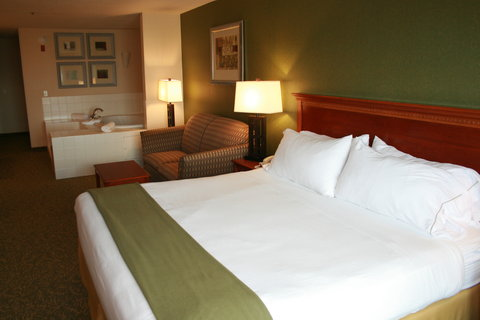 Holiday Inn Express & Suites HAGERSTOWN - King  Whirlpool Suite