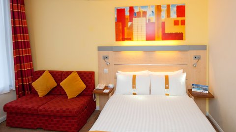 Holiday Inn Express EDINBURGH CITY CENTRE - Family Room Double Bed and Sofa Guest Room