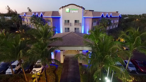 Fairfield Inn And Suites By Marriott Naples Hotel - Front Entrance from Davis Blvd and Tamiami Trail