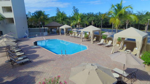 Fairfield Inn And Suites By Marriott Naples Hotel - Unwind by our sparkling  heated pool