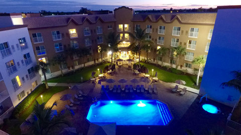 Fairfield Inn And Suites By Marriott Naples Hotel - Outdoor heated pool and hot tub open until 10pm