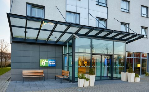 Holiday Inn Express DUSSELDORF - CITY NORTH - Hotel Entrance