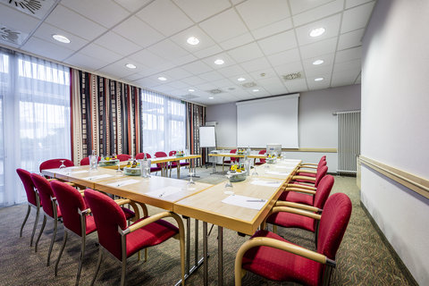Holiday Inn Express DUSSELDORF - CITY NORTH - Meeting Room with 52 sq m and natural daylight