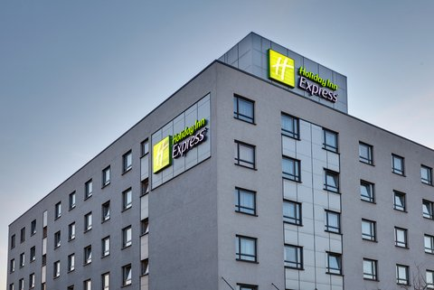 Holiday Inn Express DUSSELDORF - CITY NORTH - Hotel Exterior Evening