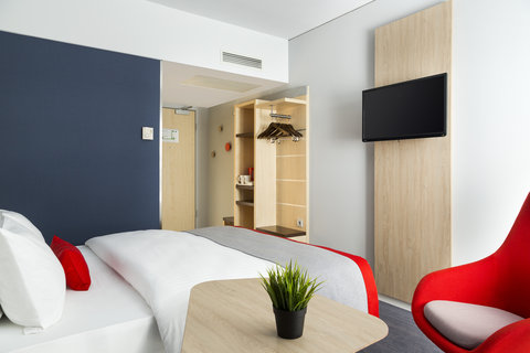 Holiday Inn Express DUSSELDORF - CITY NORTH - Enjoy free tea and coffee making facilities in your guest room