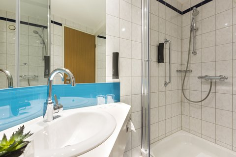 Holiday Inn Express DUSSELDORF - CITY NORTH - Start your day with an invigorating power shower