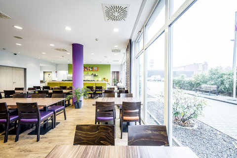 Holiday Inn Express DUSSELDORF - CITY NORTH - Plan your day over coffee in our breakfast area