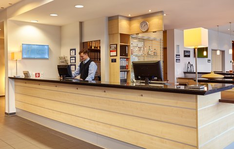 Holiday Inn Express DUSSELDORF - CITY NORTH - Check in with our friendly Front Desk staff