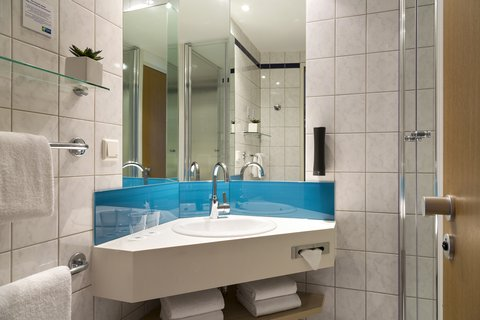 Holiday Inn Express DUSSELDORF - CITY NORTH - Take advantage of our free toiletries