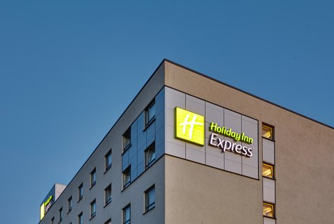 Holiday Inn Express DUSSELDORF - CITY NORTH - Hotel Exterior Dusk Signage