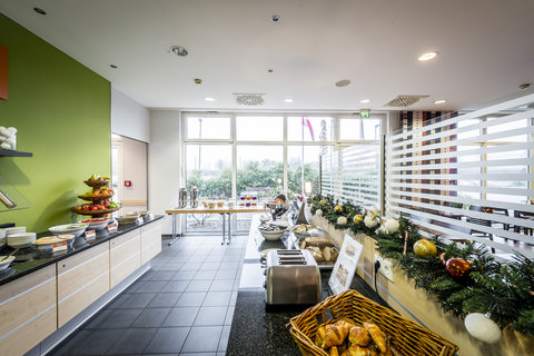 Holiday Inn Express DUSSELDORF - CITY NORTH - Start your day right with our complimentary breakfast
