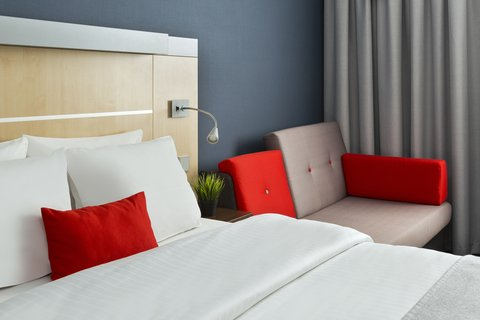 Holiday Inn Express DUSSELDORF - CITY NORTH - Space for your kids to unwind on the double sofa bed