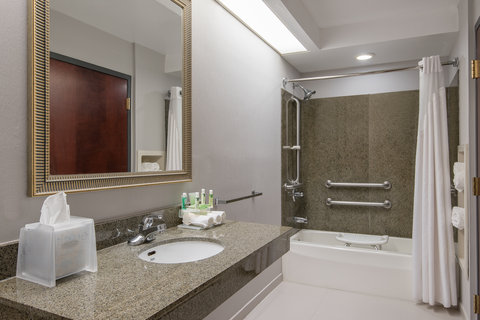 Holiday Inn Express & Suites COOPERSTOWN - Whirlpool Suite Bathroom