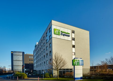 Holiday Inn Express DUSSELDORF - CITY NORTH - Hotel Exterior Morning