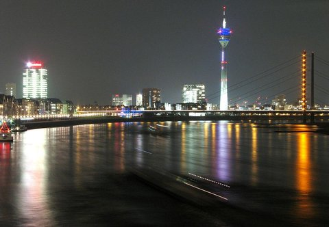 Holiday Inn Express DUSSELDORF - CITY NORTH - Dusseldorf by night