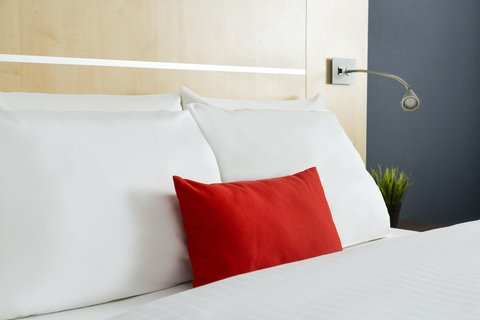 Holiday Inn Express DUSSELDORF - CITY NORTH - Pillow Choice - Soft and Firm pillows