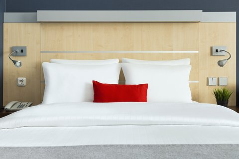 Holiday Inn Express DUSSELDORF - CITY NORTH - Stay relaxed in your comfortable Queen Bed