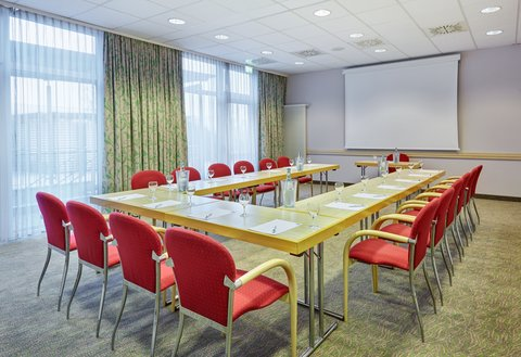 Holiday Inn Express DUSSELDORF - CITY NORTH - Book our Meeting Room for your business seminar