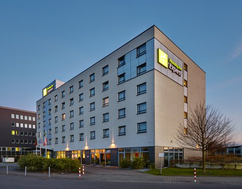 Holiday Inn Express DUSSELDORF - CITY NORTH - Hotel Exterior Night