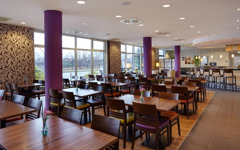 Holiday Inn Express DUSSELDORF - CITY NORTH - Savor your meal in our comfortable Restaurant area