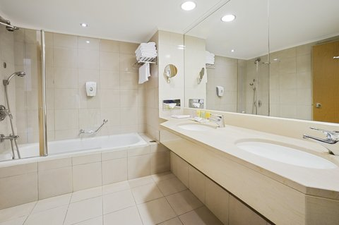 كراون بلازا إيلات - Guest Bathroom