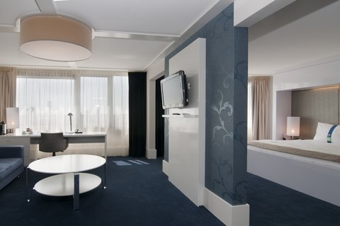 Holiday Inn EINDHOVEN - Executive Suite with separate living room and city centre view