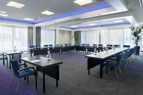 Holiday Inn EINDHOVEN - Get down to business in our naturally lit rooms