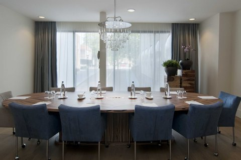 Holiday Inn EINDHOVEN - Our boardroom is perfect for private meetings