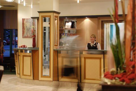 Holiday Inn ESSEN - CITY CENTRE - Hotel Lobby with reception