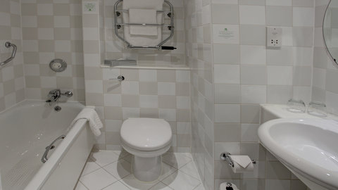 Holiday Inn COVENTRY M6, JCT.2 - Guest bathroom